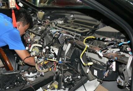 Kết quả hình ảnh cho sửa chữa điều hòa ô tô